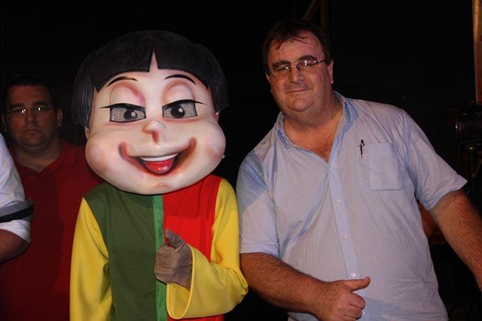 Paulo-Sturaro,-da-Loja-Morada-Verde-com-o-mascote-da-empresa