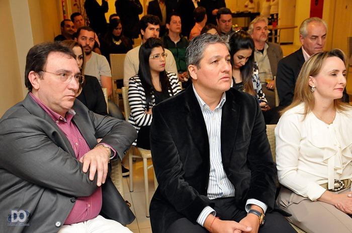 Sócio Carlos Savian (esq.) com diretores da RCI na primeira fila