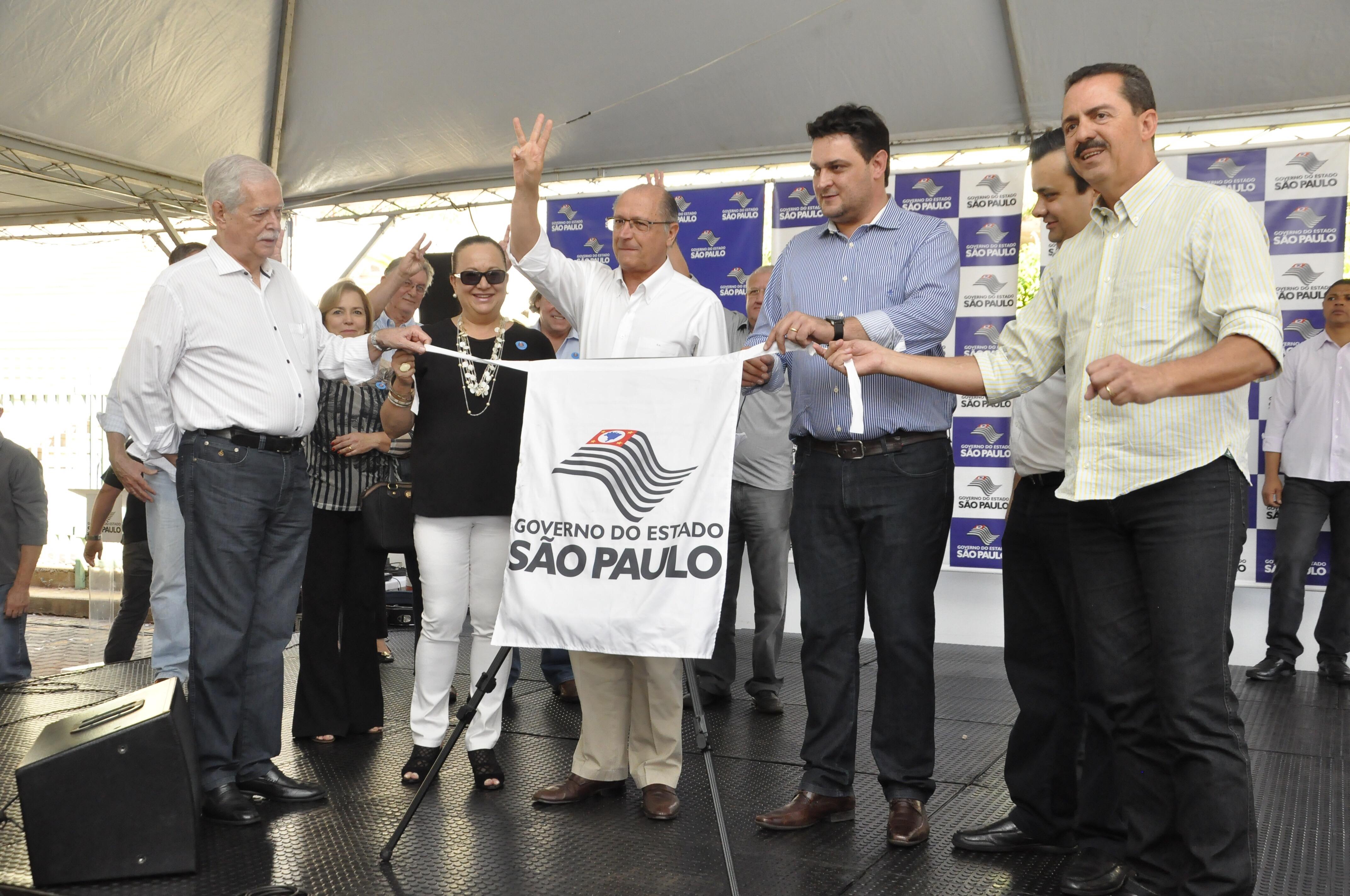 Alckmin faz contagem regressiva para descerrar a fita inaugural da obra