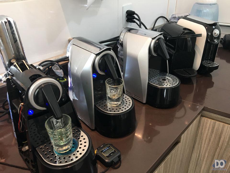 Máquinas 'genéricas' oferecidas no mercado brasileiro. Cápsula tem que passar nos testes em todas