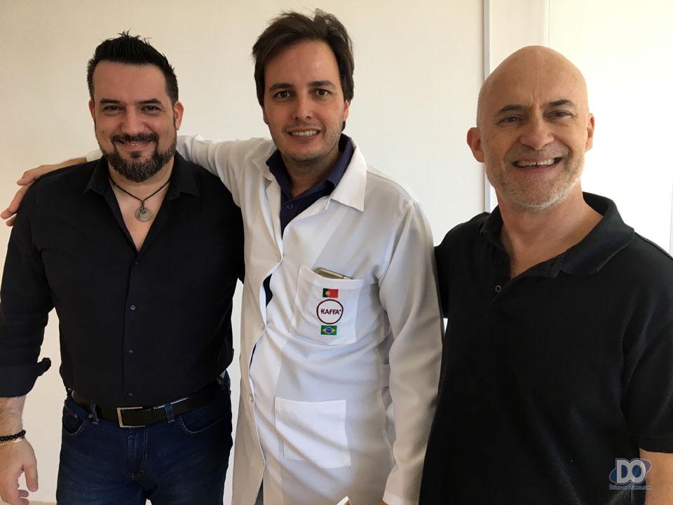 Gledson com os diretores Alexx (E) e Orlando (D)
