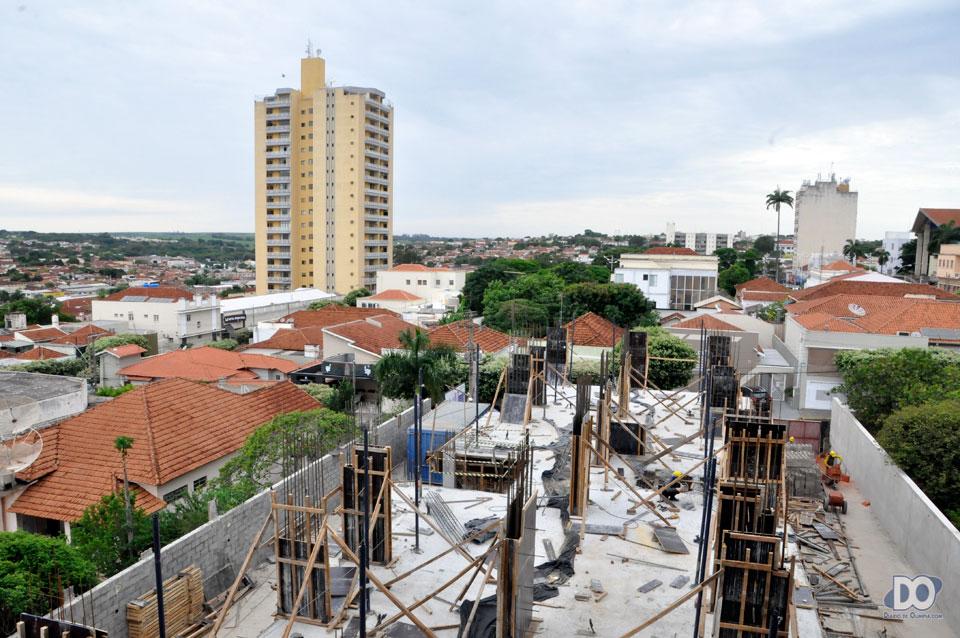 De uma das janelas em construção, a vista que o futuro morador terá da área central