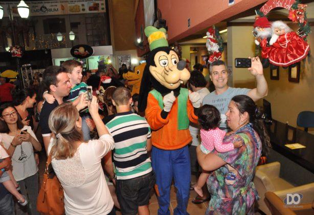 Abertura de Natal no Tuti encanta crianças e adultos com Noel ... 20da77b8e1f