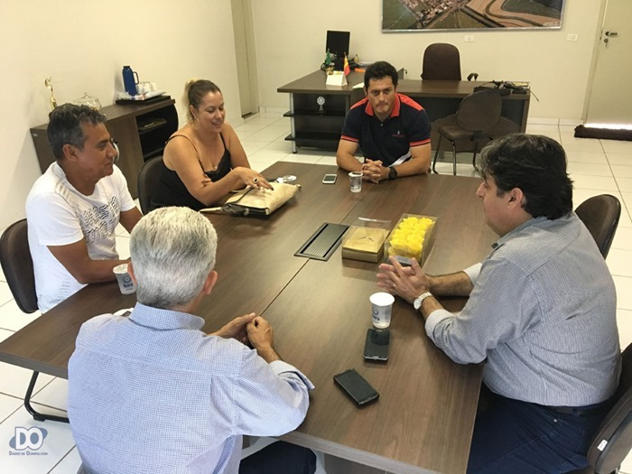 Reunião com prefeito Celso (de costas), gerente Nilcio (Sebrae Barretos), empresários Vilson Correia e Gleucias Righetti e o secretário Paulo Abra