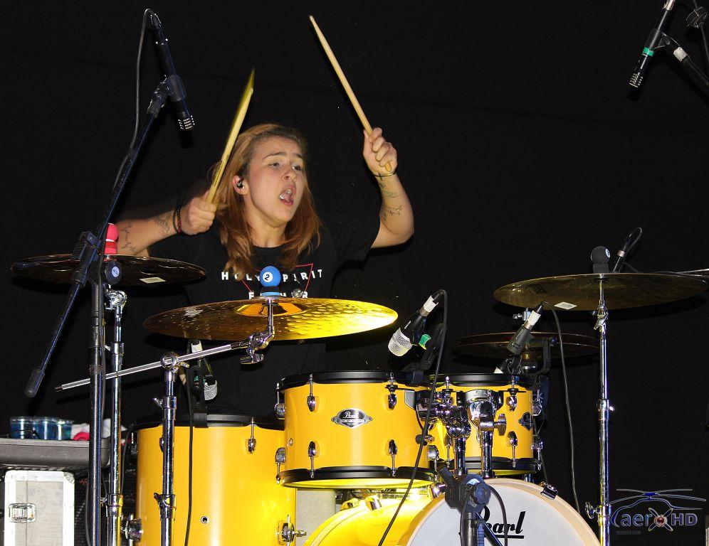 Baterista Rayane Martins, também chamou a atenção pelo seu talento