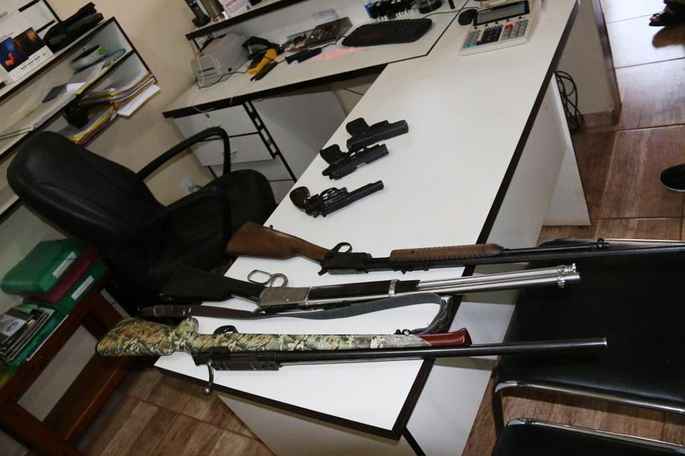 Algumas das armas disponíveis para a prática (e venda) no Gun Club