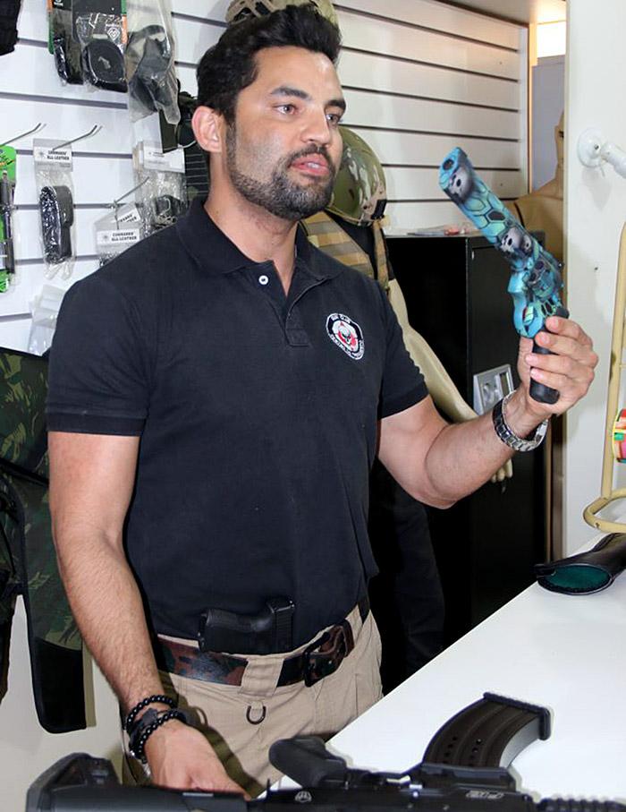 Thiago oferece toda a assessoria, inclusive jurídica, para a aquisição de armas