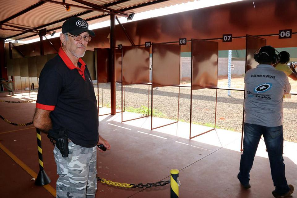 Torneio de tiro, com instrutor e diretor de prova - tudo como manda o figurino