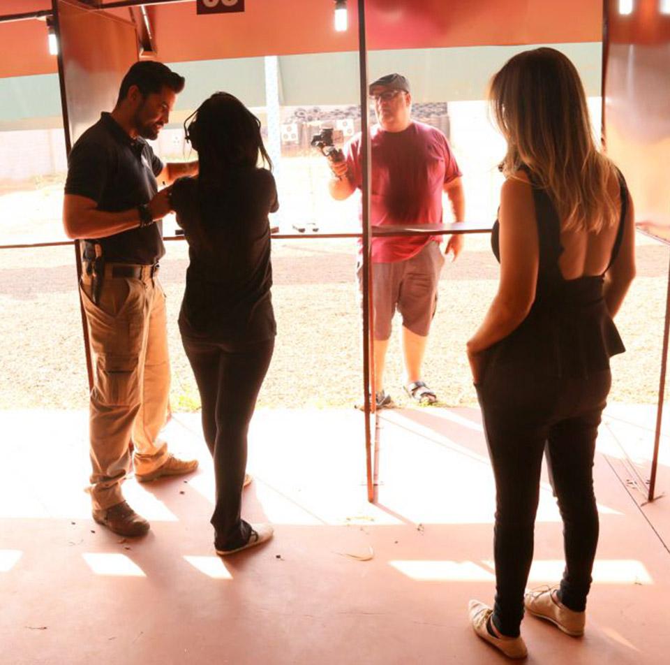 Diário acompanha o treinamento de mulheres interessadas em aprender tiro esportivo