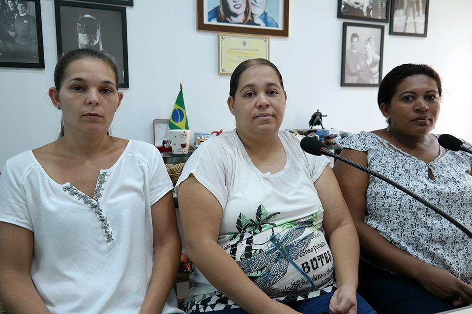 A tia Andressa (E), a mãe Anelisa e a amiga que iniciou a campanha nas redes sociais Sandra