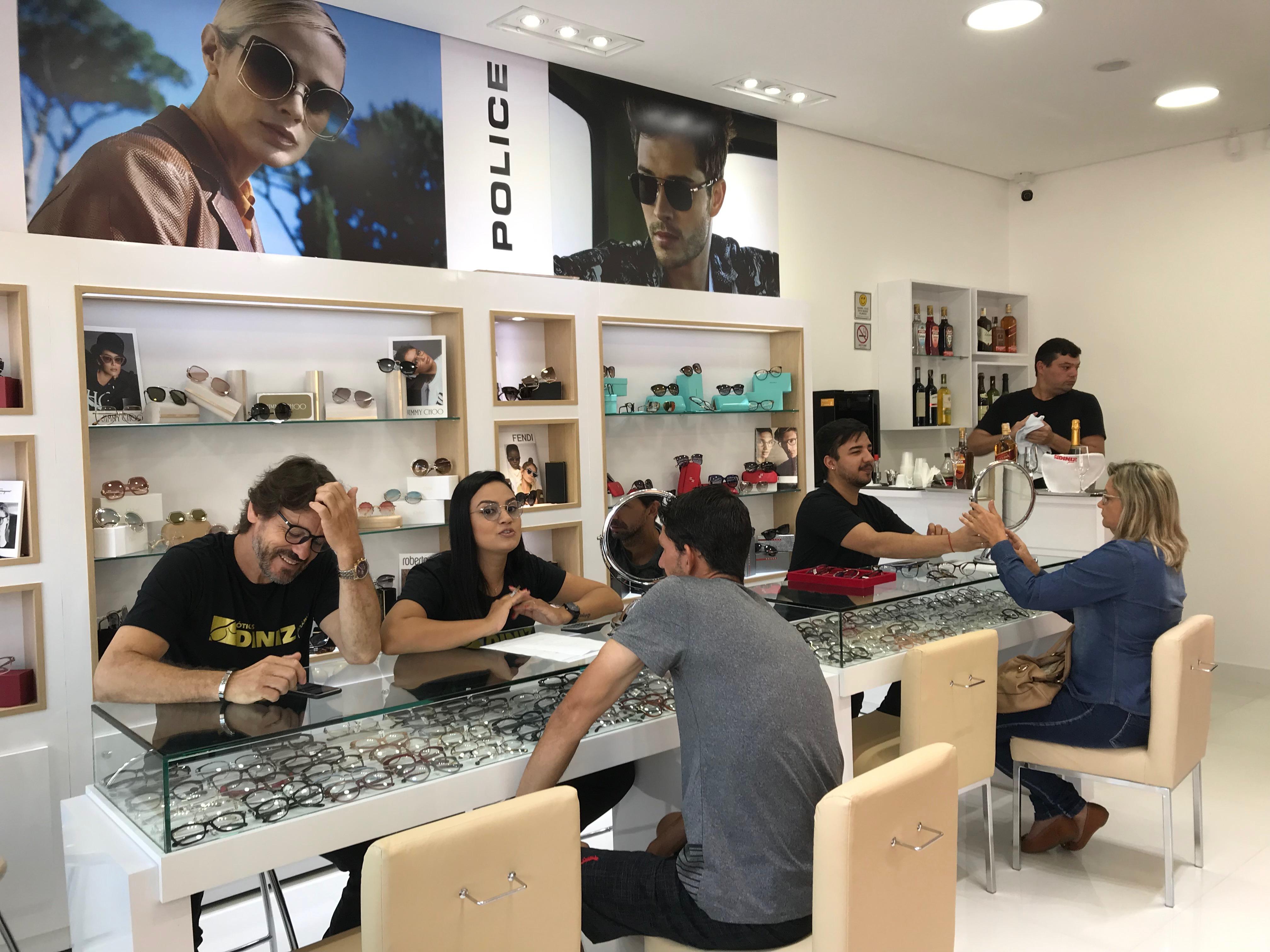 1a133de3a Óticas Diniz inaugura loja  Prime  na Redentora